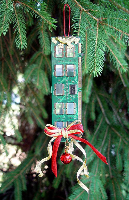 computer-ram-ornament