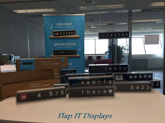 flapit-displays-on-table